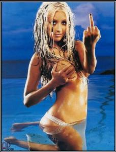 christina_aguilera_giving_the_finger1