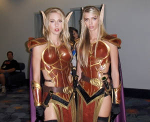 twins-wow-blondes-sexy